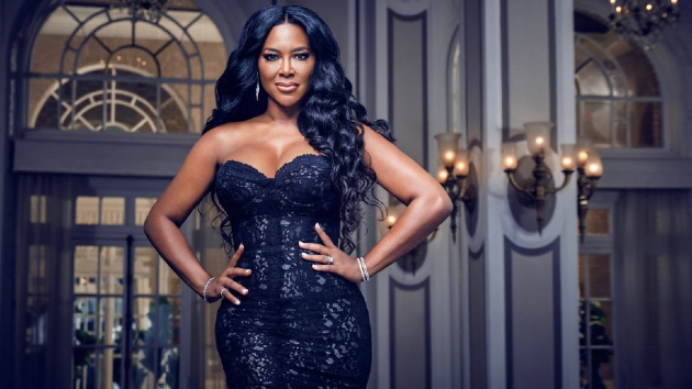 Kenya Moore apologizes after receiving backlash for wearing Native American headdress on 'RHOA' - Music News