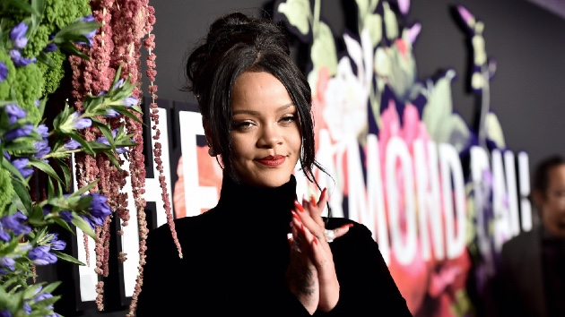 Rihanna adorably crashes fan's 32nd birthday party - Music News